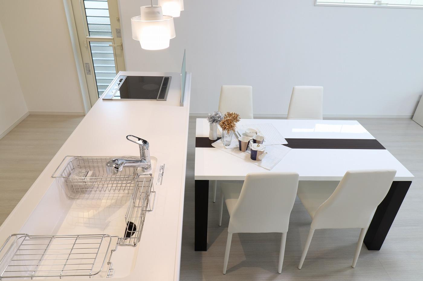 高松市林町の新築建売住宅のダイニングキッチン