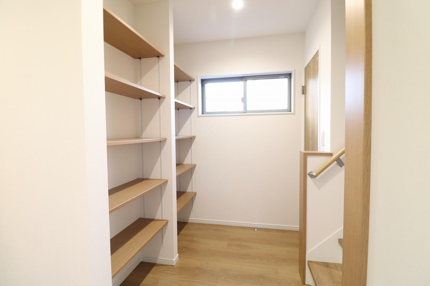 高松市木太町の新築分譲住宅の本棚収納