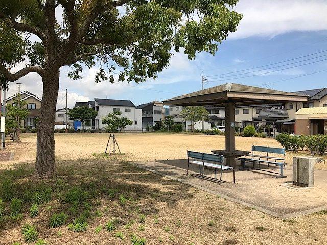 高松市松縄町の公園