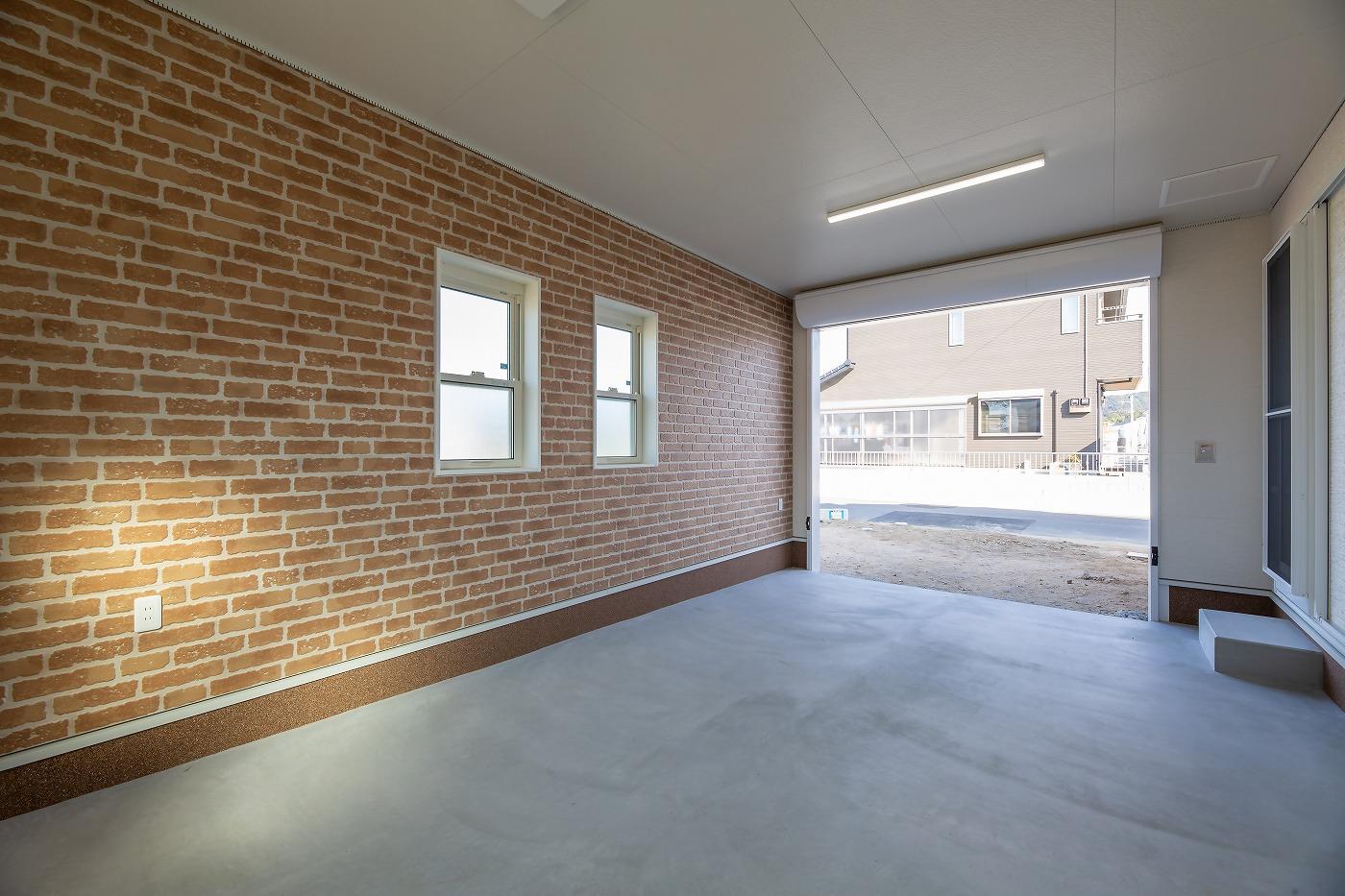 高松市の新築注文住宅の北欧風ガレージ