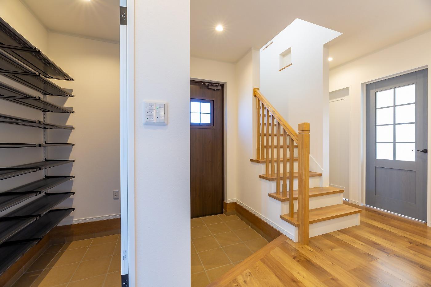 高松市の新築注文住宅の北欧風玄関