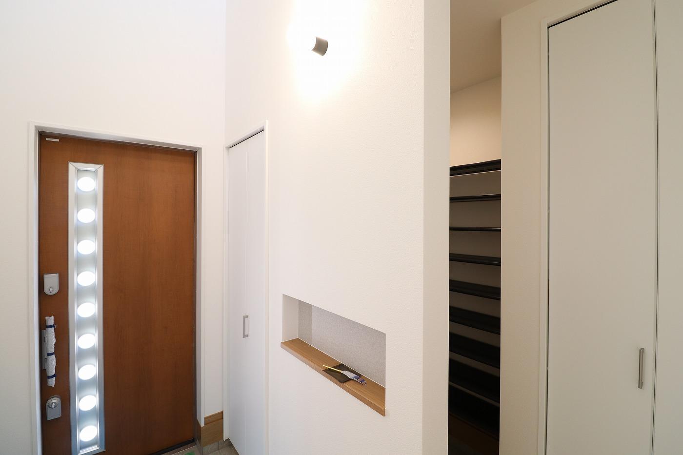 高松市下田井町の新築分譲住宅の玄関シューズクローク