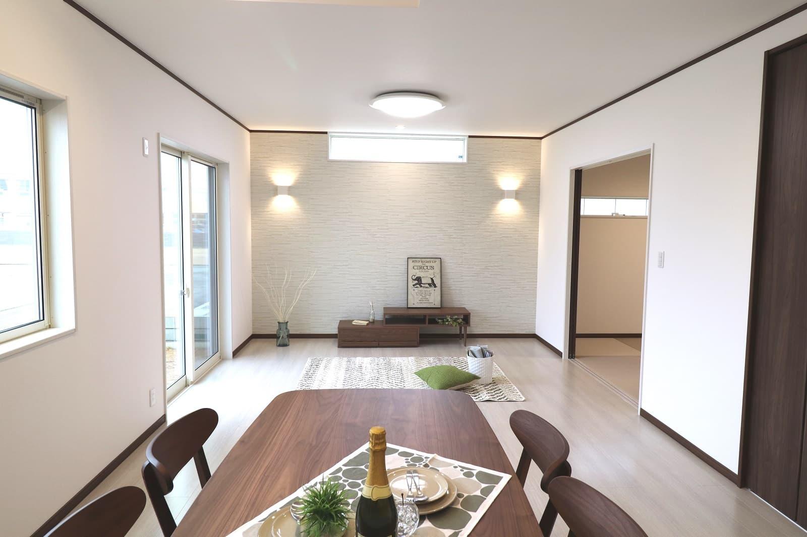 高松市六条の新築分譲住宅明るいリビングスペース