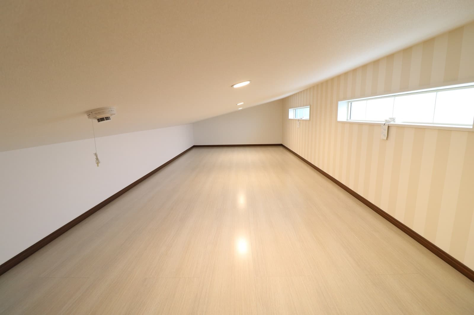高松市六条の新築分譲住宅 暖房器具や扇風機、思い出の品など収納スペースに