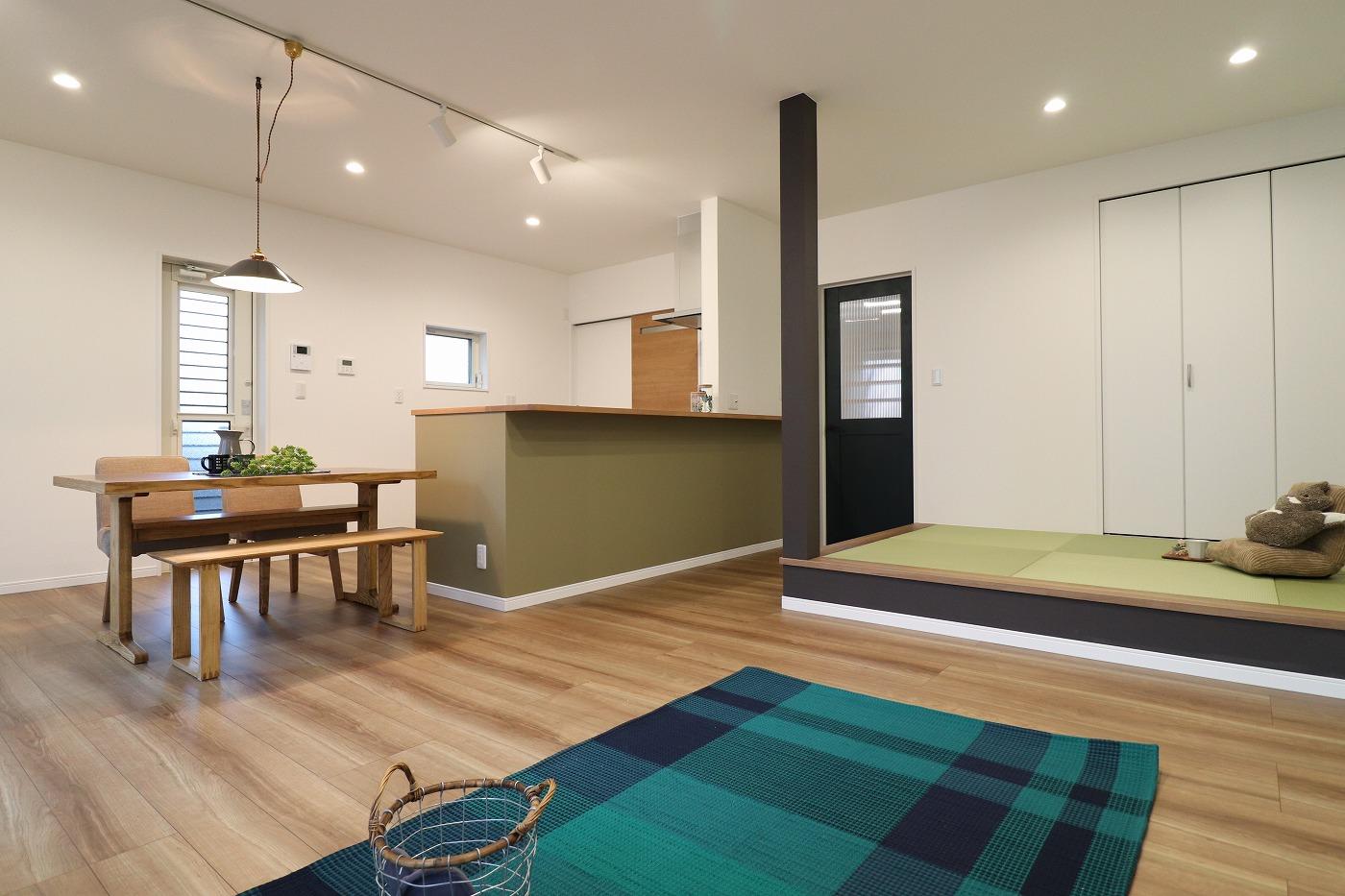 高松市高松町の新築分譲住宅のLDKリビング畳