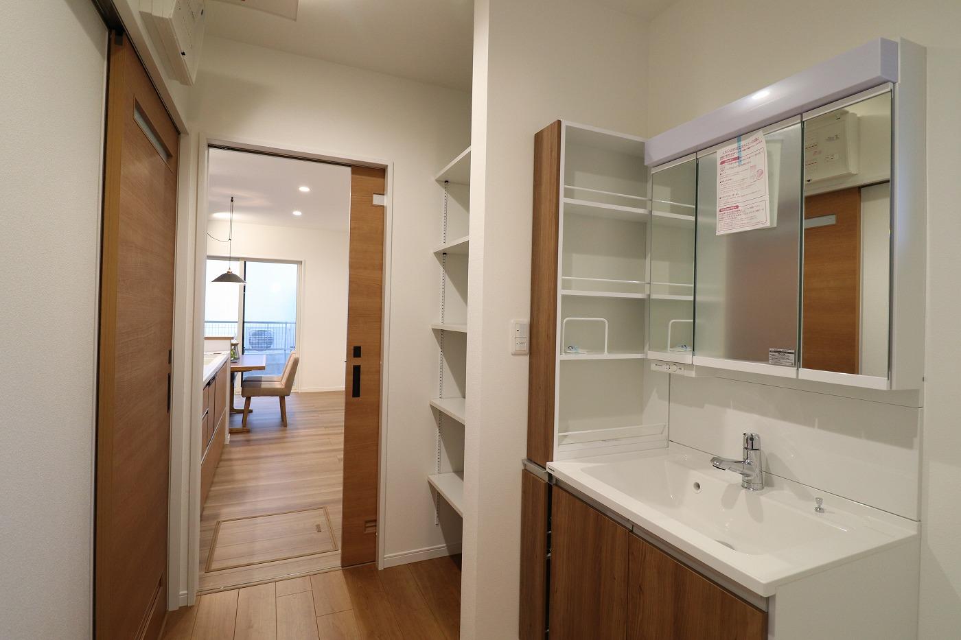高松市高松町の新築分譲住宅の洗面浴室