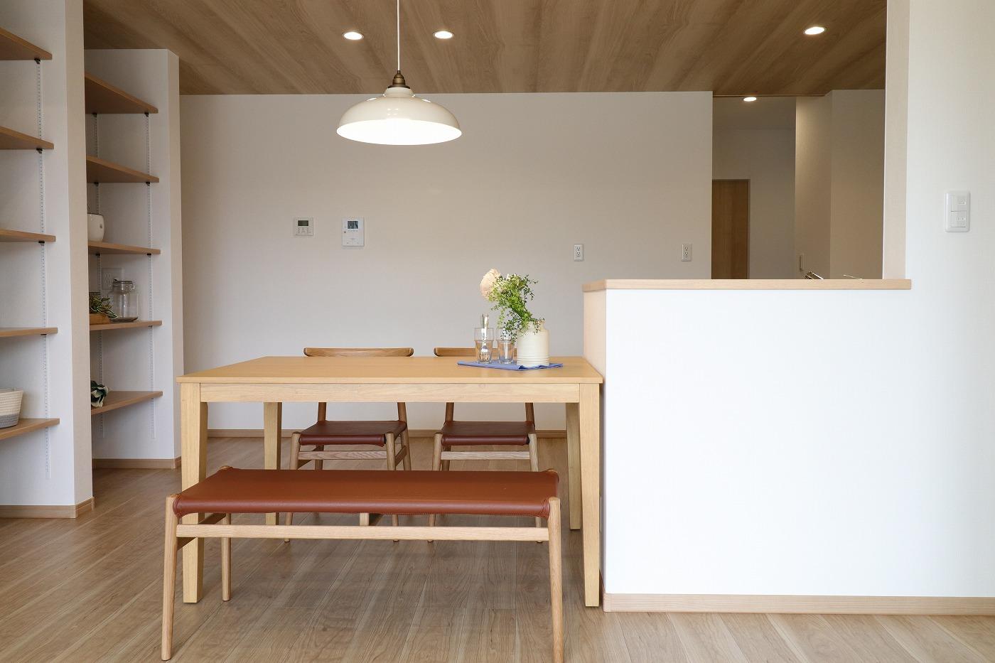 高松市小村町の平屋建て新築分譲住宅のダイニング家具