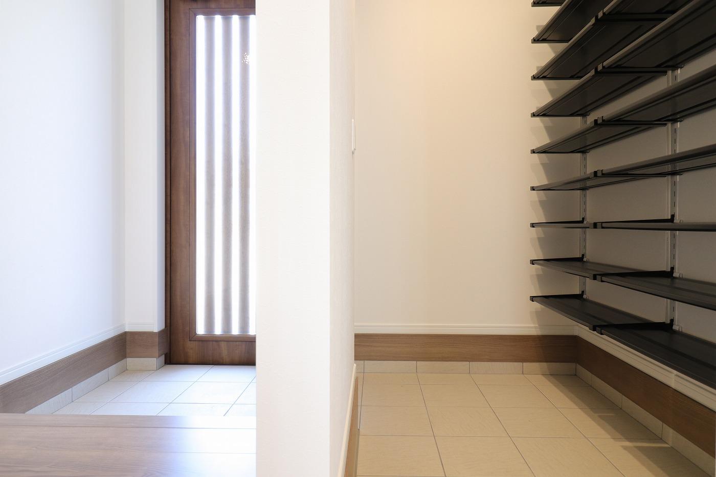 高松市木太町新築分譲建売住宅の玄関シューズクローゼット