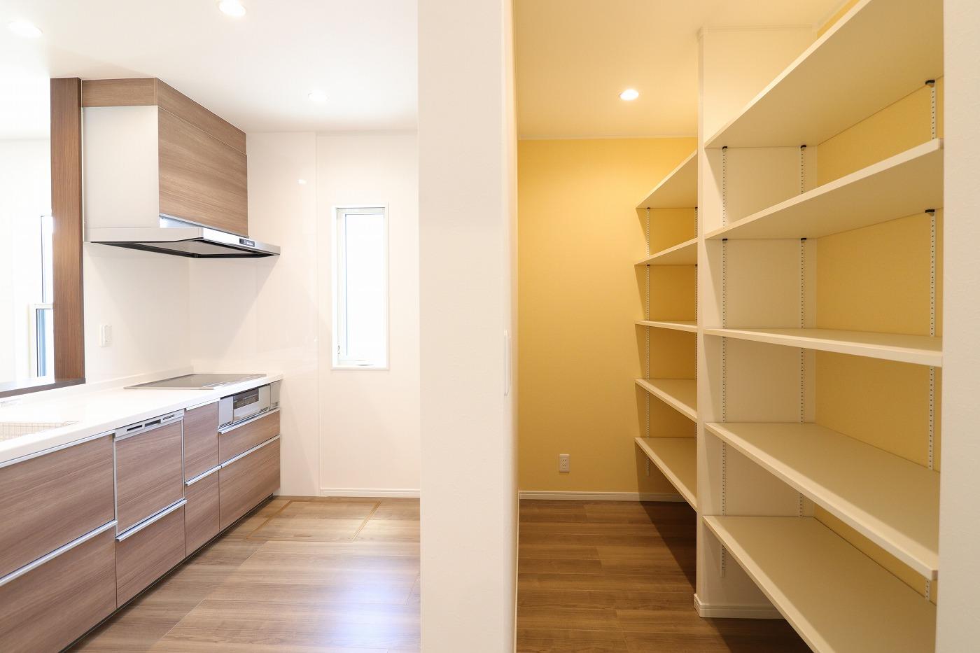 高松市木太町新築分譲建売住宅のキッチンパントリー