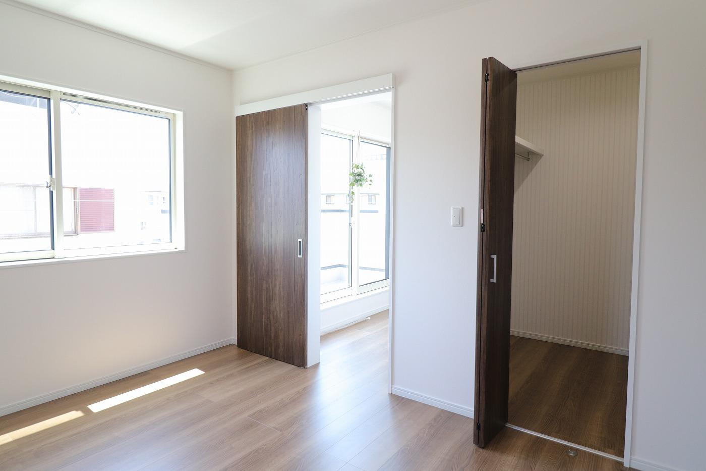 高松市木太町新築分譲建売住宅の寝室クローゼット