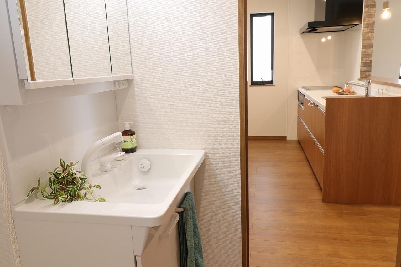 高松市木太町の新築分譲住宅の洗面脱衣室